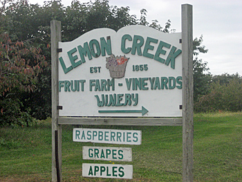 lemon-creek-winery sign